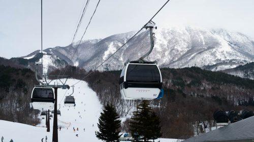 施設もコースも充実 星野リゾートが運営するアルツ磐梯スキー場 Alts Bandai Ski Place